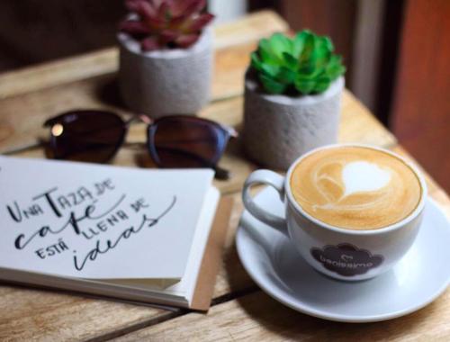 Rosie Bell travel writer portfolio - Panama city casco viejo coffee shops - Casco Antiguo Spanish school.